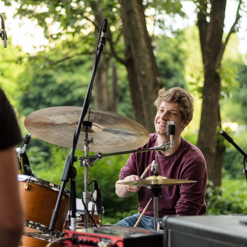 Thumbnail: Eventfoto der Band Isolate bein einem Gig